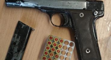 Zatrzymany mężczyzna miał narkotyki i nimi handlował, a także posiadał bez zezwolenia broń palną wraz z amunicją.