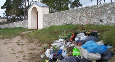Parafia w Berżnikach walczy z górą śmieci