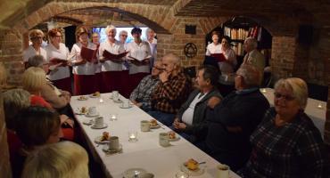 Patriotyczne śpiewanie w Sasance