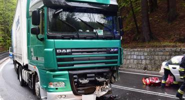 Wypadek pod Szklarską Porębą. Auto osobowe zderzyło się czołowo z TiRem