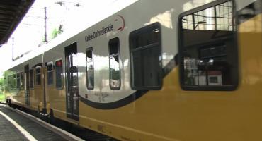 Konduktorka Kolei Dolnośląskich pobita w pociągu. Ruszył proces