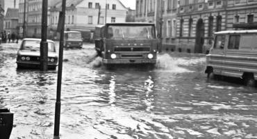 Retro Legnica: jak miasto wyglądało podczas powodzi z 1977 r. [ZDJĘCIA]