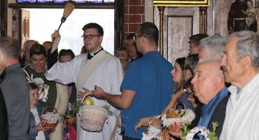 Święcenie pokarmów w legnickiej katedrze. Grób Pański [FOTOGALERIA]