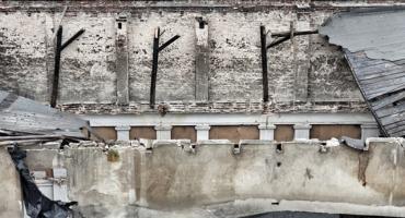 Zawalił się dach byłego teatru varietes na Zakaczawiu