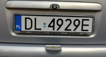 Wielkopolska firma zaopatrzy Legnicę w tablice rejestracyjne