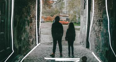"""""""Teatr, którego sceną jest miasto"""", czyli sztuka zrodzona na dzielnicach Legnicy"""