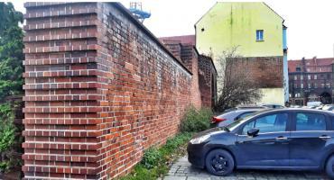 Radna interweniuje w urzędzie ws. średniowiecznego muru obronnego