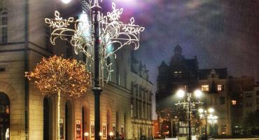 Święta coraz bliżej. LPGK rozpoczęło w rynku montaż iluminacji