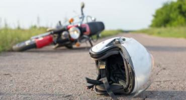 Motocyklista wjechał w samochód na Warszawskiej