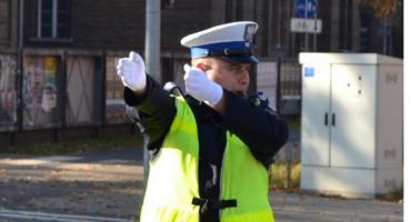 Policjant kieruje ruchem - jak się zachować - VIDEO