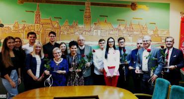 Studenci PWSZ nagrodzili wykładowców i pracowników uczelni
