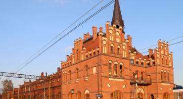 Dworzec w Nowych Skalmierzycach: elewacja frontowa gotowa