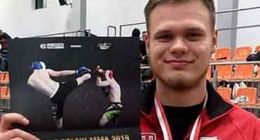 Złoty jak …Cegła. Zawodnik Tornado Kalisz mistrzem Polski w MMA