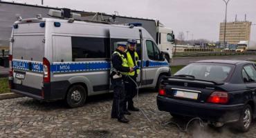 Czy policja stoczyła skuteczną walkę ze smogiem swoich radiowozów?