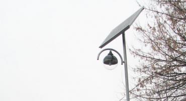 Miała być lampa przy przystanku, ale sołtys postawił ją koło swojego gospodarstwa. Mieszkańcy są rozgoryczeni