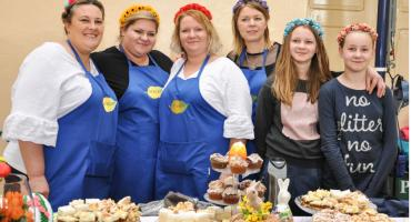 Kiermasz Wielkanocny w Pruszczu. Koła Gospodyń Wiejskich prezentowały swoje specjały [ZDJĘCIA]