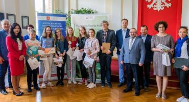 10 tysięcy złotych dla uczniów SP nr 8. Teren wokół szkoły zostanie zagospodarowany według ich projektu