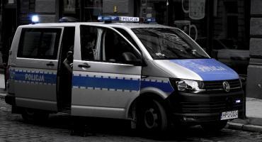 Skradziono koła samochodu w Świeciu. Policja szuka złodzieja