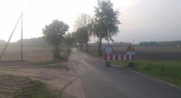 Mieszkańcy gminy cieszą się z remontu drogi. Prace ruszyły i potrwają do końca czerwca. Nowy asfalt zyska ponad 2 km drogi