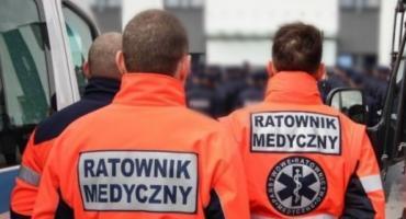 Ratownicy medyczni przywieźli pacjenta ze szpitala. O trzeciej w nocy zostawili go w samych majtkach