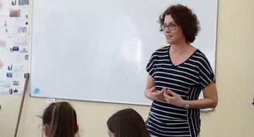 Małgorzata Kalinowska od dziecka marzyła żeby być nauczycielem. Jej uczniowie wygrywają konkursy i dostają nagrody