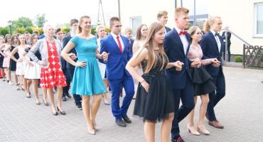 Bal klas VIII SP 2 w Nowem. Publikujemy zdjęcia. Czy myślicie, że bal ósmoklasisty to dobry pomysł?