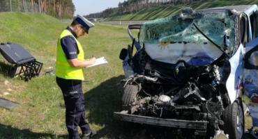 Wypadek na autostradzie. Młody kierowca zasnął za kierownicą [ZDJĘCIA]
