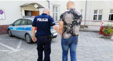 Kradzież na stacji w Wiągu: 25-latek został zatrzymany. W trakcie pościgu policjanci strzelali i zastawiali blokady na drogach