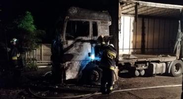 Pożar samochodu ciężarowego. W akcji wzięło udział 6 jednostek straży pożarnej [ZDJĘCIA]