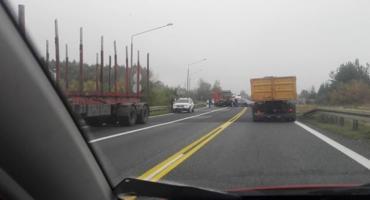 Wypadek na obwodnicy Świecia z udziałem ciężarówki. Tworzyły się korki