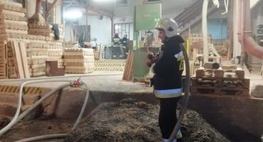 Pożar w stolarni w Osiu. Sprawdzamy co doprowadziło do jego wybuchu [ZDJĘCIA]