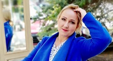 Hanna Lewandowska przez niektórych znana jest jako pani od plastyki. Jej pasją jest malarstwo, które łączy z byciem katechetką i kosmetyczką