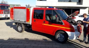 Nowy wóz dla strażaków z Parlina. Druhowie nie kryją zadowolenia