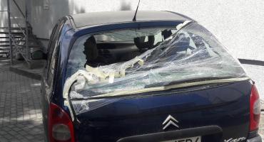 Trzy auta straciły szyby