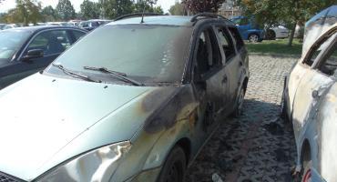 Spłonęły dwa samochody