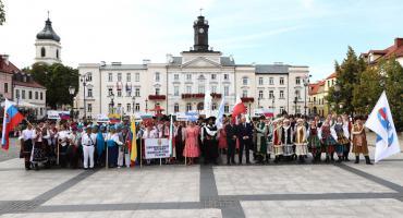 Kolorowo i tanecznie na Starówce czyli Vistula Folk Festiwal wystartował [ZDJĘCIA, FILMY]