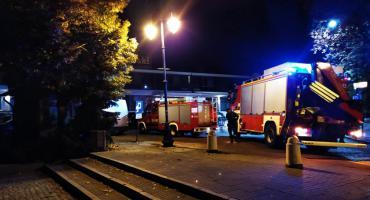 Wozy strażackie przed Hotelem Starzyński. Ratują…