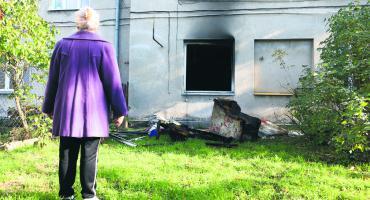 Wyszogrodzka: mieszkanie zapaliło się od świeczki. Kto powinien posprzątać?
