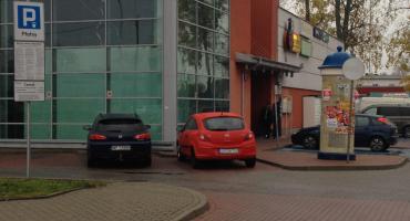 Parking przed Biedronką: pułapka na klientów
