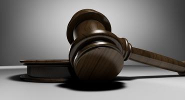 Płocka prokuratura skierowała akt oskarżenia do sądu w Warszawie. O jaką sprawę chodzi?