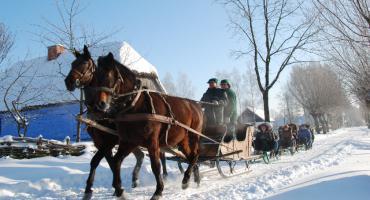 Skansen w Sierpcu proponuje kuligi, tworzenie ozdób i wiele innych...