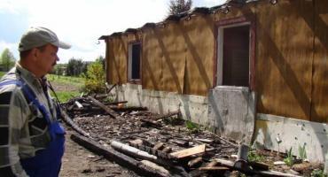 W pożarze stracili dom. Teraz mieszkają w stodole