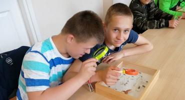 Uczniowie z SOSW w poznali świat owadów