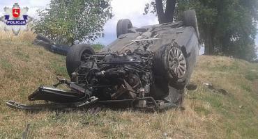 22-latek wylądował w szpitalu. Wcześniej jego samochód dachował (VIDEO)