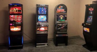 8 automatów zabezpieczono w Deblinie i Rykach