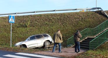 Dęblin. Samochód spadł z wiaduktu