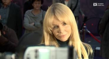 Wzruszona Agnieszka Woźniak-Starak podczas premiery