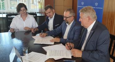 Umowa z Wojewodą na dopłaty do przewozów autobusowych PODPISANA!