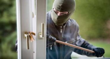 Wyważył drzwi balkonowe i wdarł się do środka