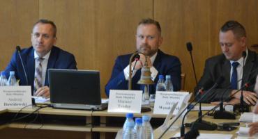 A. Socha skrytykował szefa rady i wniósł o jego odwołanie